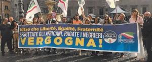 1563091361843.JPG--sea_watch__carola_rackete_e_la_rabbia_di_giorgia_meloni__clamoroso_striscione_davanti_all_ambasciata_di_macron