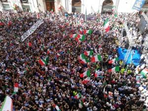 Lincredibile-folla-ieri-davanti-a-Montecitorio